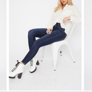 ✨New Medium Wash Refuge Skinny Jeans, Size 8✨